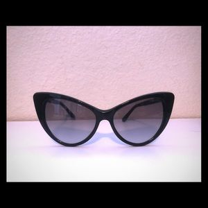 TOM FORD cat eye sunglasses with case